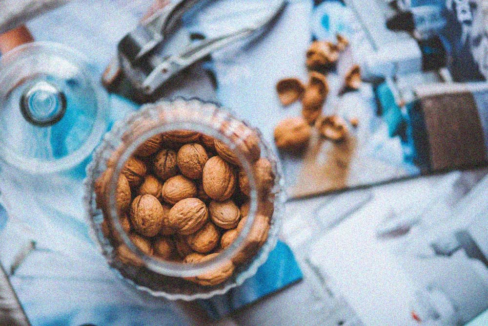 Odemykání ořechů a semen